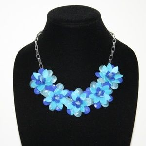 Beautiful silver and blue flower necklace